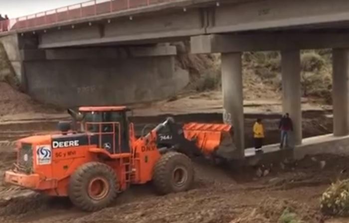 Refuerzan el puente menos afectado de la ruta 40 y construyen un by pass para asegurar el tránsito