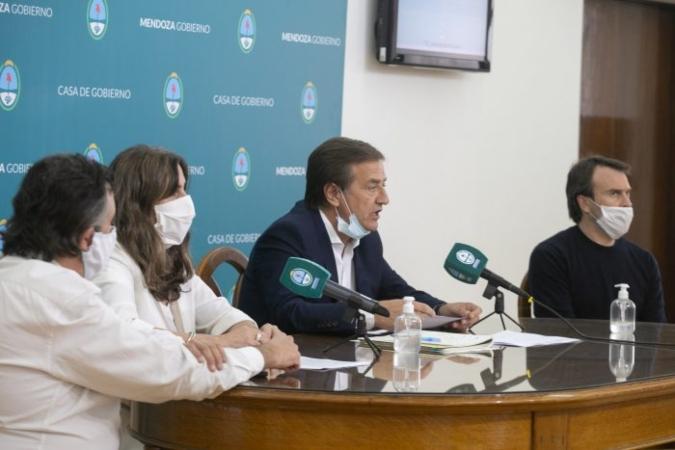 Nuevos casos de Covid-19 en Mendoza: el Gobierno suspendió actividades oficiales y se reúne con urgencia
