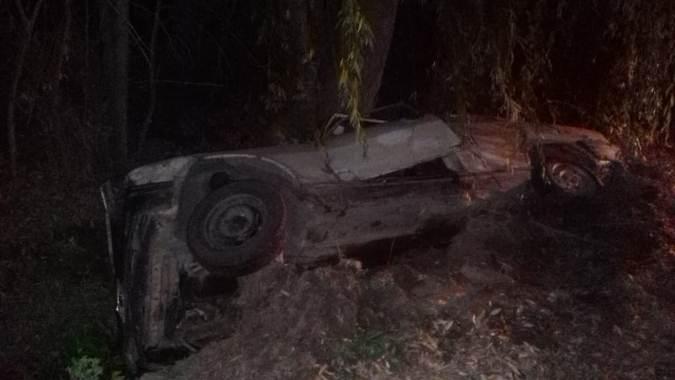 Accidente en Colonia Las Rosas: un vehículo perdió el dominio y cayó a un zanjón