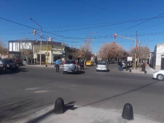 Accidente en La Consulta: dos vehículos impactaron en una reconocida intersección semaforizada