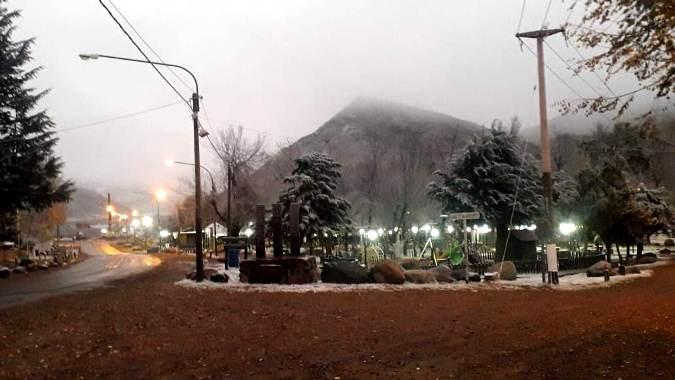 ¡Comenzó a nevar! El Manzano Histórico de Tunuyán empezó a vestirse de blanco nuevamente
