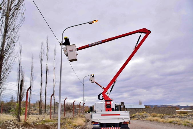 Tupungato: el Municipio concreto nuevas obras eléctricas en diferentes zonas del departamento