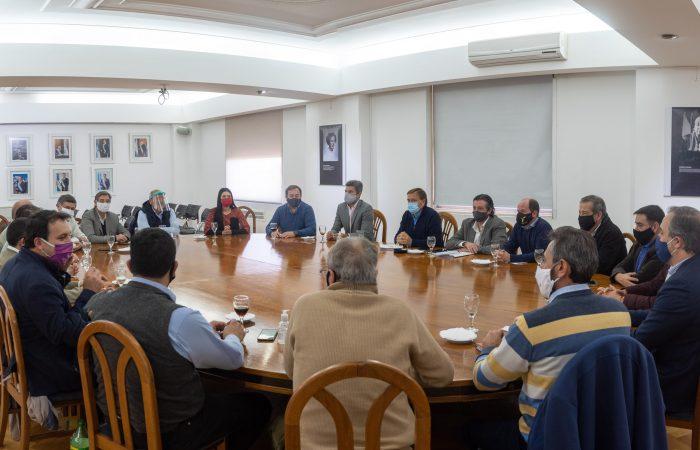 Este lunes Suarez se reúne con los intendentes para evaluar restricciones ante el avance del Covid-19