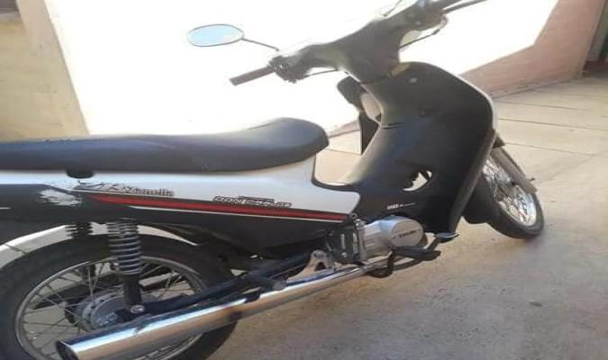 San Carlos: le robaron la moto de la puerta de su casa y pide ayuda para recuperarla