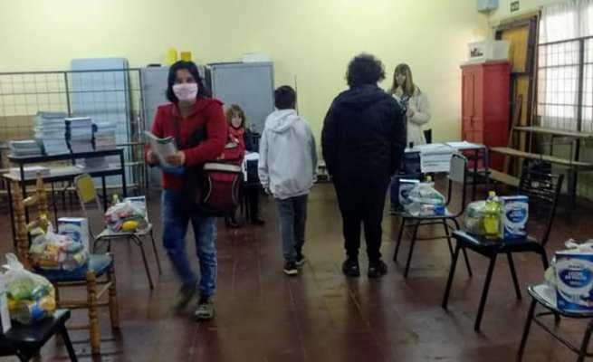 """La DGE entrega cerca de 10 mil bolsones en Valle de Uco: """"Es importante llegar a las familias más vulnerables"""""""