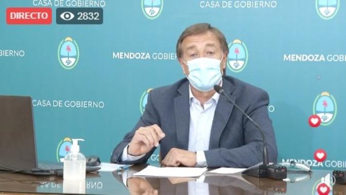 Además de las reuniones familiares, Mendoza también prohíbe la apertura de bares