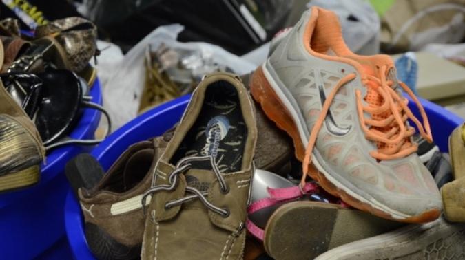 Ropero de Eugenio Bustos donó cerca de 300 pares de calzado en lo que va de la pandemia: piden ayuda