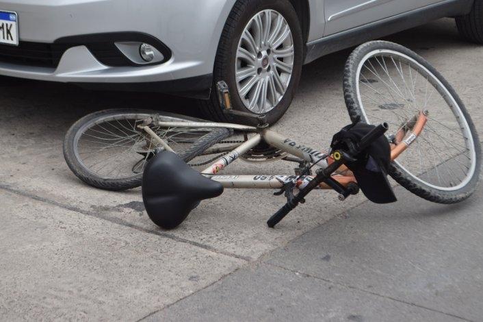 Ciclista resultó lesionado tras chocar con un auto en Tunuyán: el hombre estaba algo alcoholizado