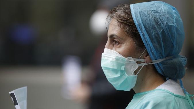 El agotamiento y la salud mental de los trabajadores sanitarios: un experto da útiles consejos