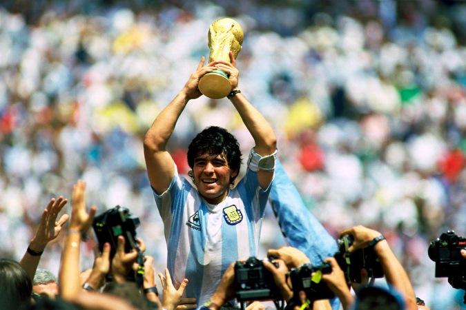 Efemérides: un día como hoy nacía Diego Armando Maradona, de los mejores jugadores de la historia del fútbol