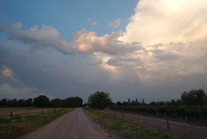 Feriado bastante caluroso y con nubosidad variable: hacia la noche se esperan tormentas