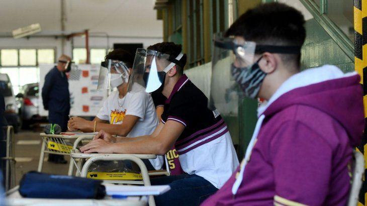 La OMS recomienda mantener abiertas las escuelas y cree evitables los confinamientos