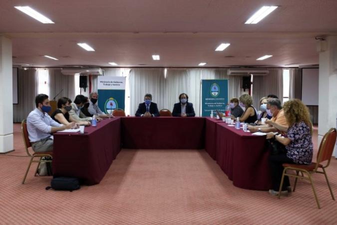 Paritarias 2021: el Gobierno logró el consenso con 14 de los 17 sectores de los empleados públicos de Mendoza