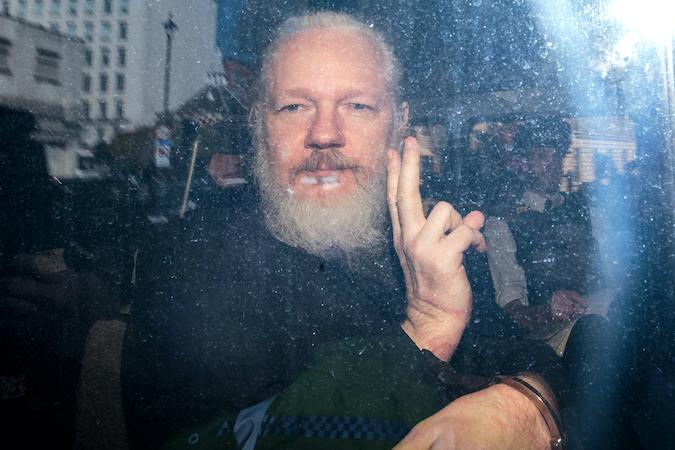 Un tribunal británico deniega la extradición de Assange a EE.UU.