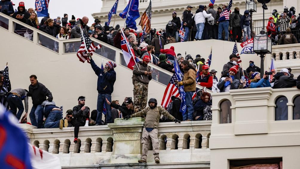 Manifestantes proTrump rompieron el cerco de seguridad y entraron al Congreso