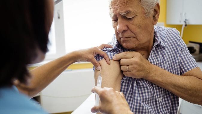 ANMAT recomienda el uso de la vacuna rusa Sputnik V para mayores de 60 años en la Argentina