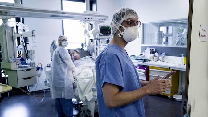 Reportaron 2.493 nuevos contagios de coronavirus y 135 muertes