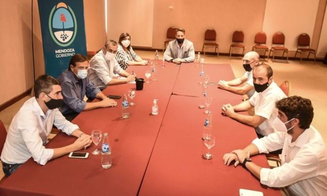 Apertura de la economía: Suarez se reunió con Stortini y los otros representantes de las cámaras mendocinas