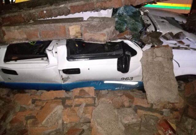 Camioneta-aplastada-por-una-pared-en-Tunuyan-foto-gentileza-Bomb-Vol-1