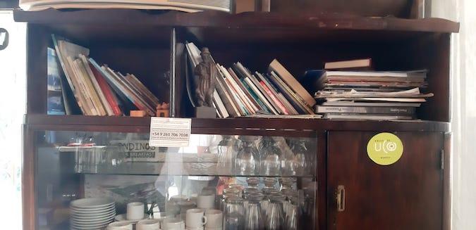 Hotel-Pasos-Andinos-libros-y-objetos-con-historia