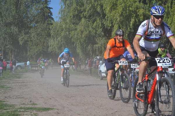 Más de 350 ciclistas de la provincia disputaron una importante carrera de mountain bike en San Carlos