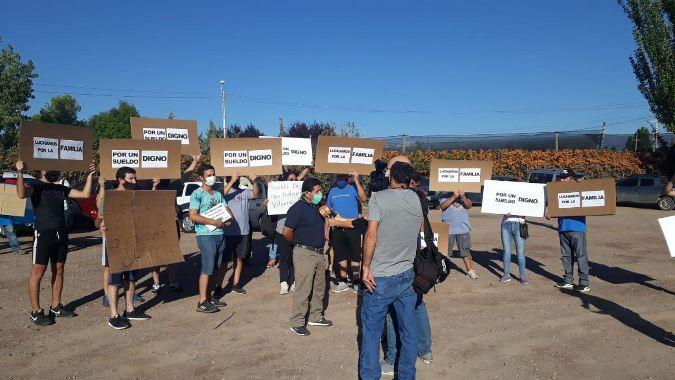 Protestas afuera del desayuno de Coviar a la espera de Alberto Fernández