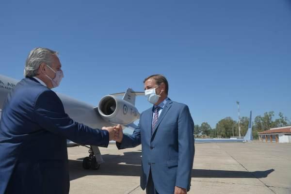 Alberto Fernández llegó a Mendoza y fue recibido por Rodolfo Suarez