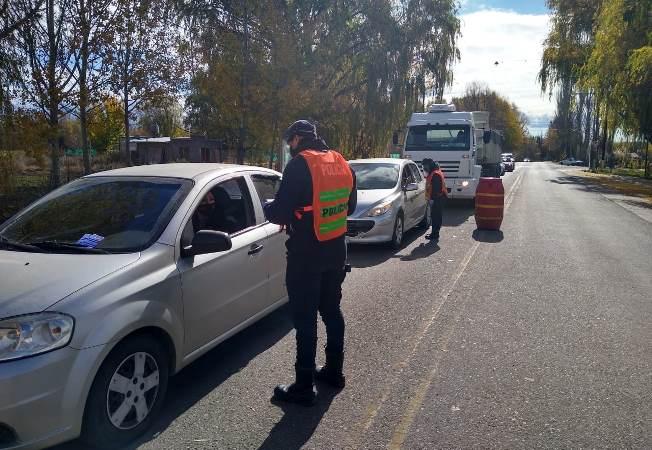 Policia, controles Tunuyán - foto subcomisario Benegas
