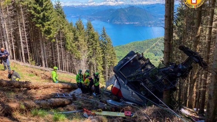 Accidente en Italia: la caída de un teleférico dejó 14 muertos y 1 niño grave