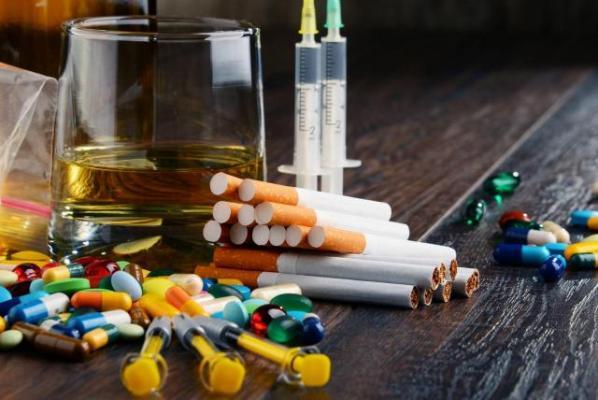 Cómo saber si alguien cercano tiene problemas con el alcohol o las drogas, y cómo podemos ayudar