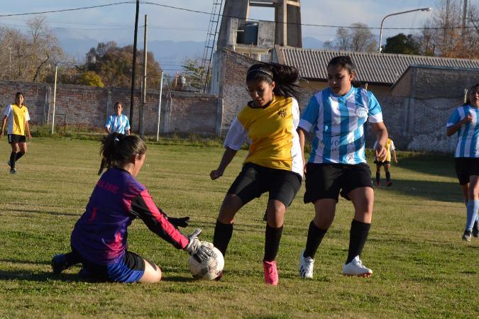 Fútbol femenino: este sábado se juegan las finales de la copa de oro y plata en San Carlos