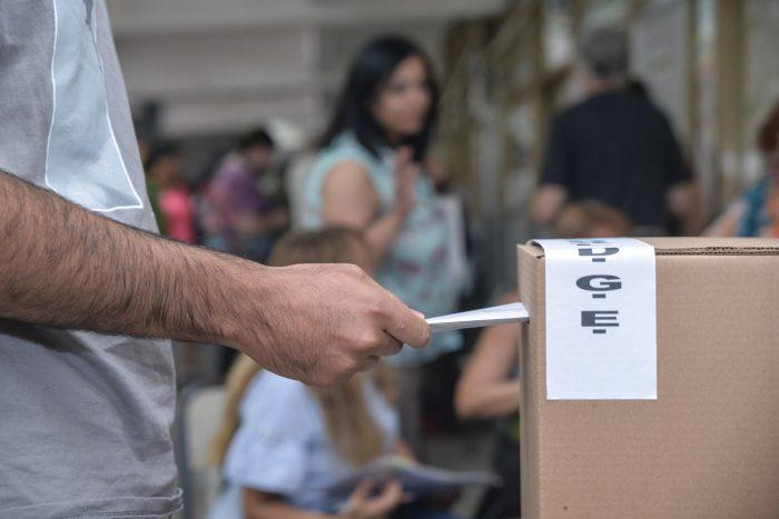 Presentaron un proyecto de ley para que los partidos limpien sus pintadas y afiches tras las elecciones