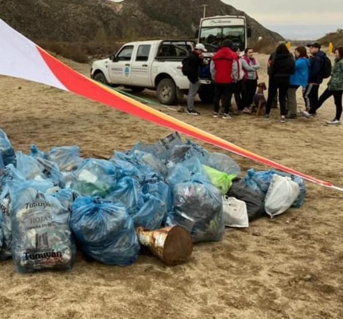 Vecinos levantaron más de 250 kilos de basura del Manzano Histórico y plantaron árboles