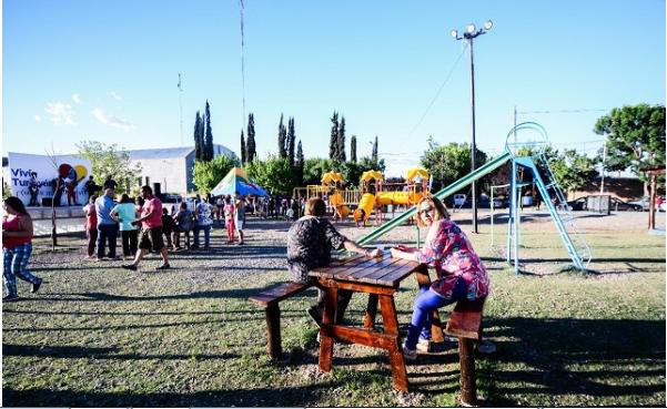 Plazas barriales de Tunuyán: renovaron una por completo y construirán tres nuevas