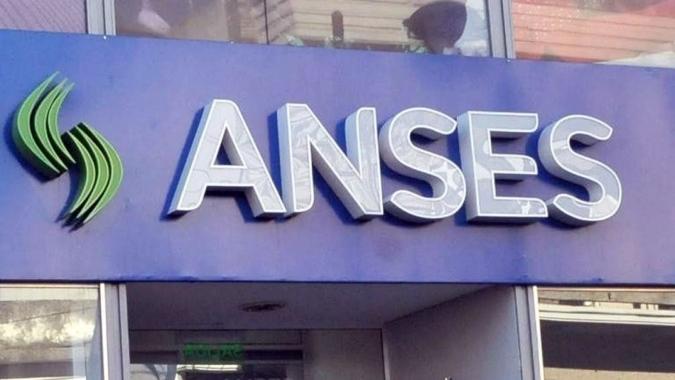 Jubilaciones y pensiones, AUH y AUE: el calendario de pagos de octubre de Anses