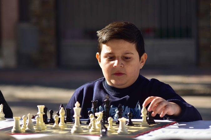 ¿Querés aprender a jugar al ajedrez? En Tupungato dan clases para todas las edades y niveles
