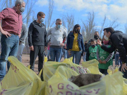 """""""Cuidamos Mendoza"""": precandidatos de toda la provincia se sumaron a la limpieza de cauces y canales en diferentes puntos"""