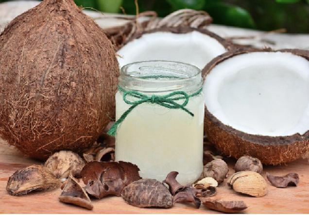 La Anmat prohibió la comercialización de una barra proteica y un aceite de coco