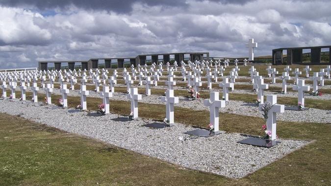 Identificaron los restos de seis soldados argentinos que combatieron en Malvinas