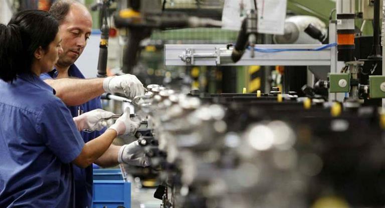 El Gobierno prepara un megaplán de reconversión de programas sociales en empleo formal