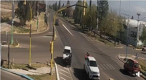 Cruzaban en estado de ebriedad la ruta 40 en San Carlos y los embistió una camioneta
