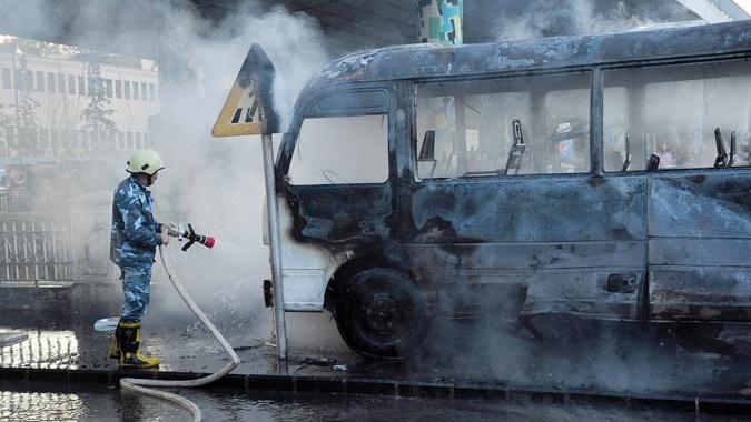 Siria: murieron 14 personas en un atentado contra un colectivo militar
